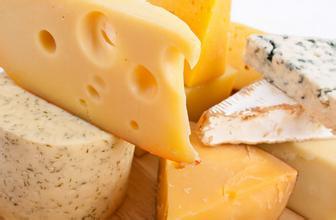奶酪暗藏不少脂肪和钠